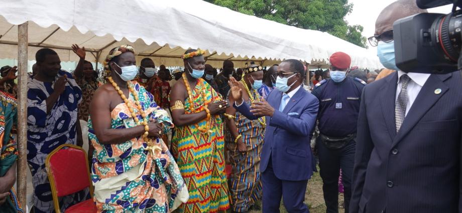 Accueil triomphal pour Aka Aouélé dans le Sud-Comoé