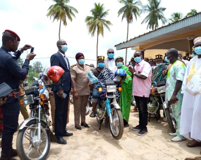 30 motos aux chefs de villages de Béoumi