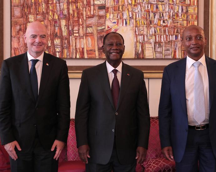 Le Président Alassane OUATTARA, Gianni INFANTINO et Patrice MOTSEPE, le mardi 4 mai 2021