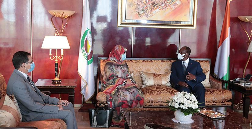 Le Président ivoirien Alassane OUATTARA et Mme Soueina Vatma VALL 2