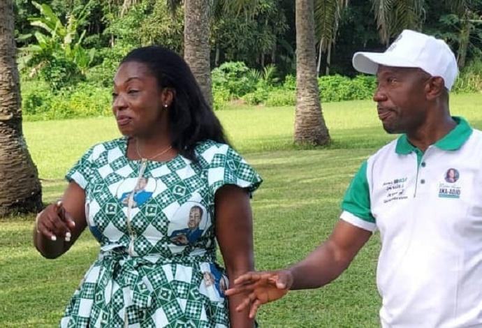La candidate Aka Adjo et son colistier M'Boua