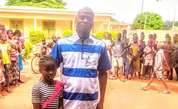Logbo Urielle Marie-Christine avec l'inspecteur de l'IEPP de Tanda, le mardi 22 juin 2021