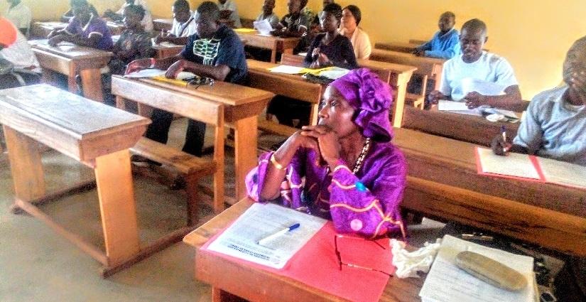 Des élèves, des parents d'élèves et des encadreurs à une journée de réflexion à Tanda