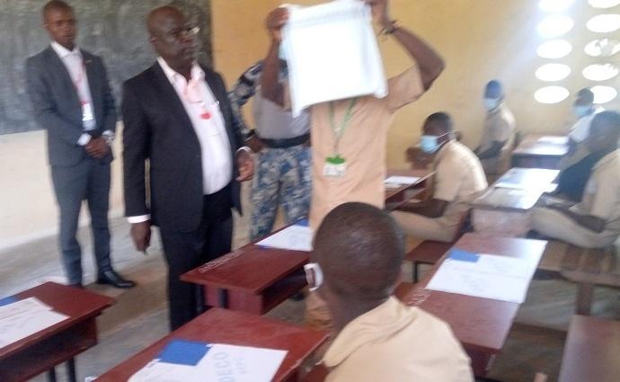 Des élèves en salle de composition du BEPC à Bangolo