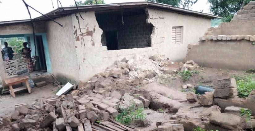 Les débris de la maison écroulée au quartier Koyapleu à Danané