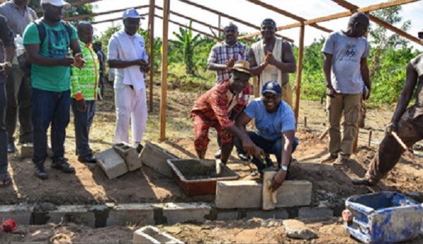 Première pierre Foyer des jeunes de Kouaméfla (Oumé)