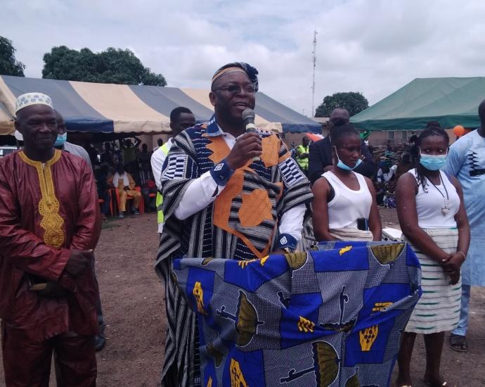 Le maire de Tafiré, Coulibaly Sounkalo dit Charles Sanga, s'adressant aux